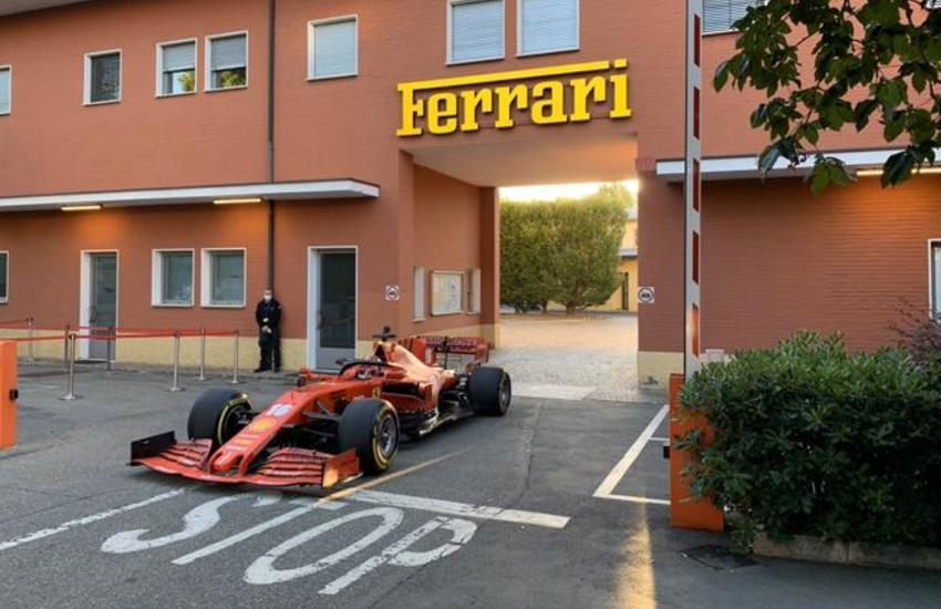 Un rombo di motore sveglia Maranello: è Leclerc