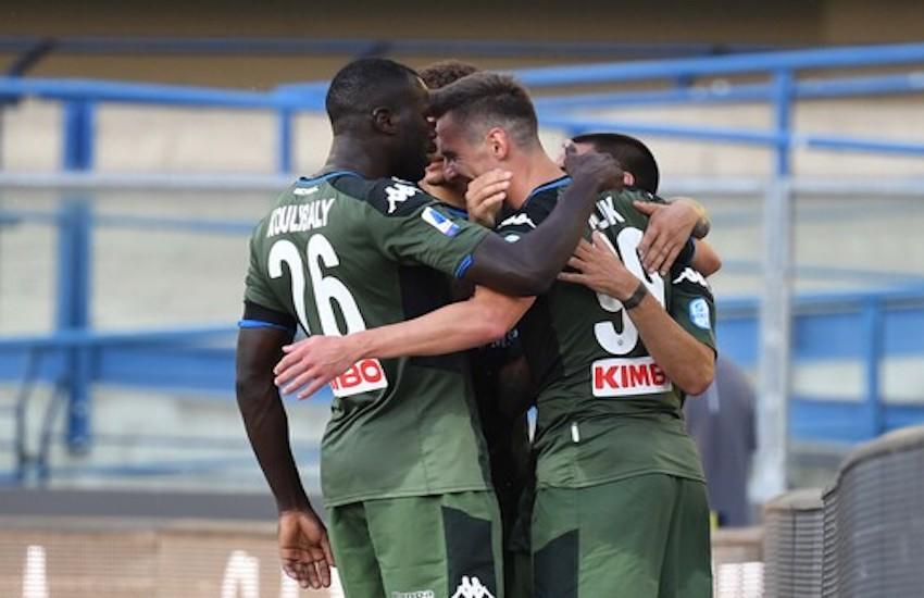 La gioia dopo il gol di Milik