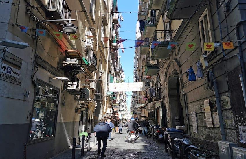 Quartieri Spagnoli, rimosso l'altarino dedicato al capoclan Domenico Russo