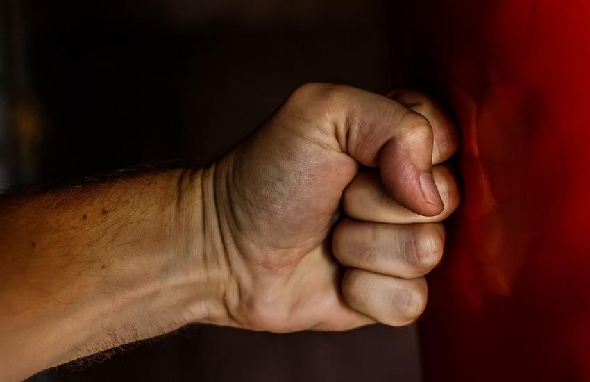 Violenze atroci sulla madre, arrestato 34enne di Torre Annunziata
