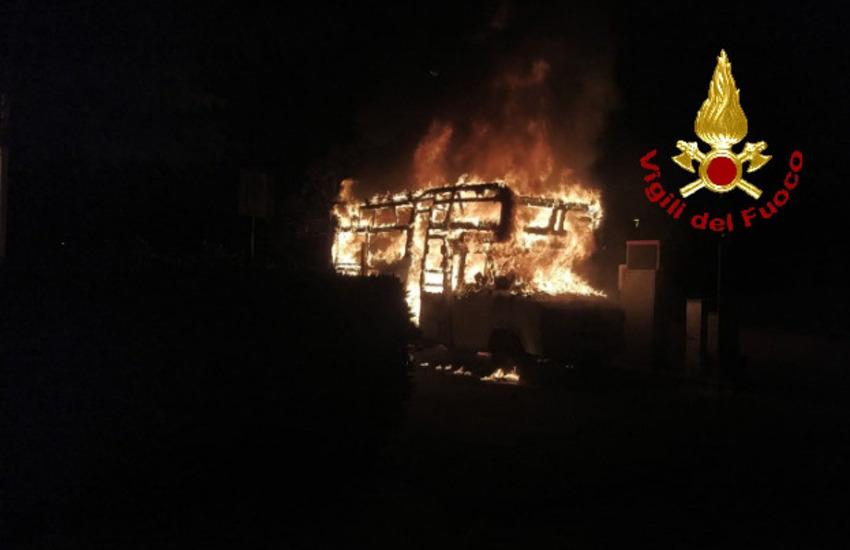 Fiamme a Pontedera in via Pietro Nenni, intervenuti i vigili del fuoco