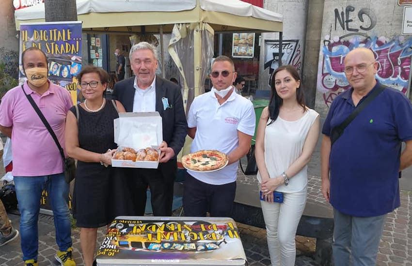 Napoli, per la prima volta si pagherà con bitcoin per dolci e pizze