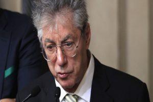 Umberto Bossi ricoverato in un ospedale a Varese