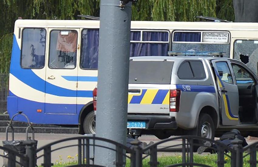 Ucraina: uomo armato sequestra bus con 20 ostaggi. Isolato il centro città