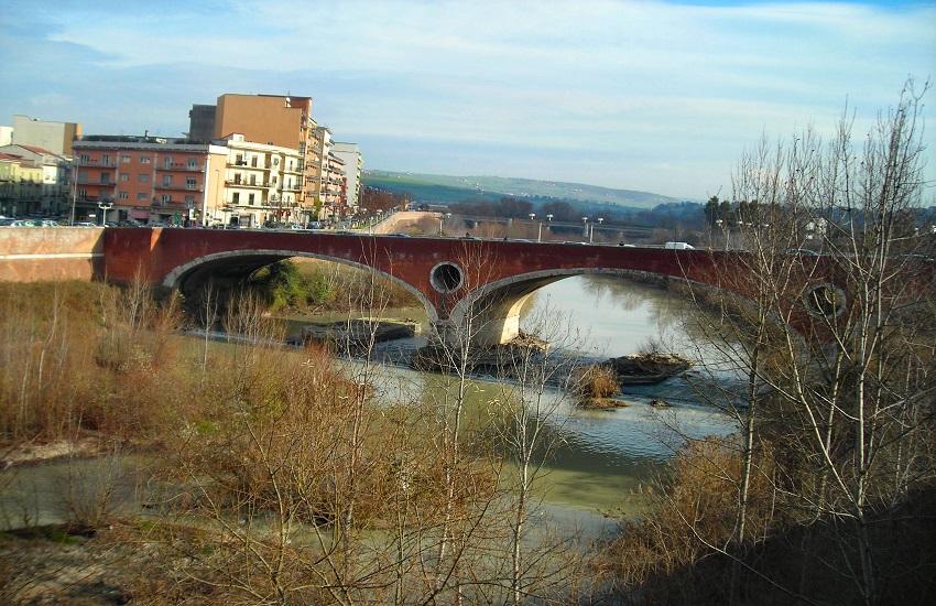 Benevento: uomo cade dal ponte del fiume Calore