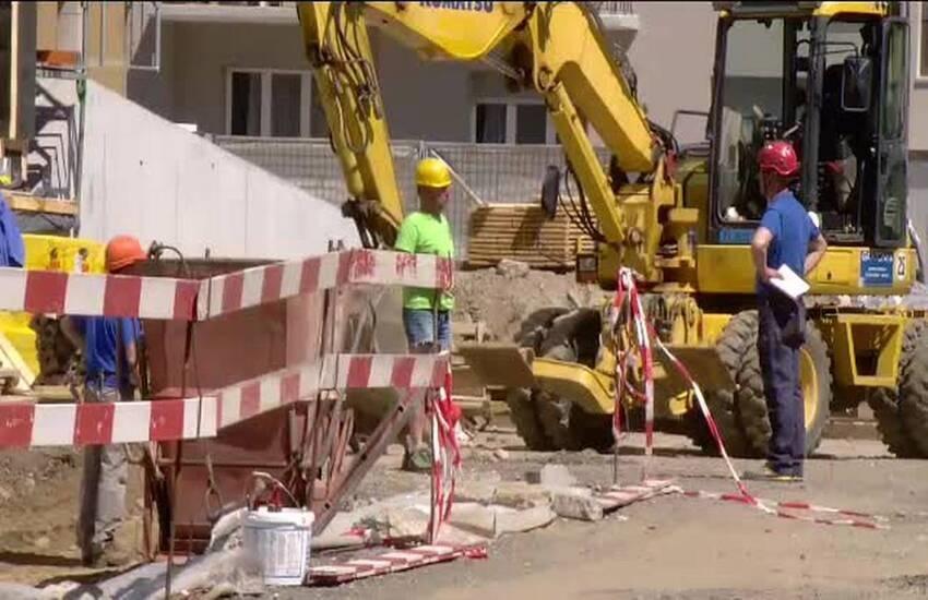 Sicurezza in via Capezzana: intubazione del fosso e allagamento della strada