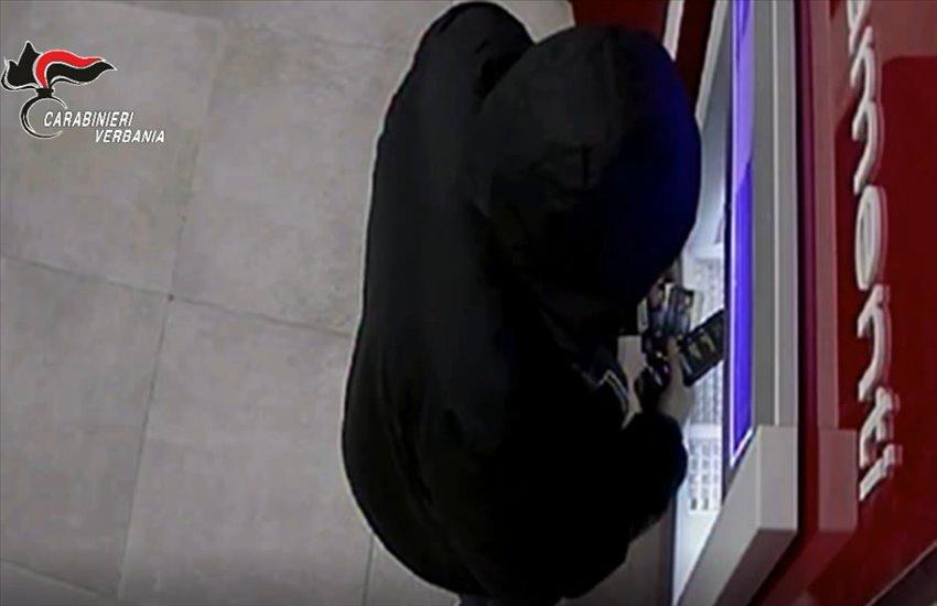 Giocavano al casinò con i soldi delle carte di credito rubate, sgominata una banda criminale con base a Napoli (VIDEO)