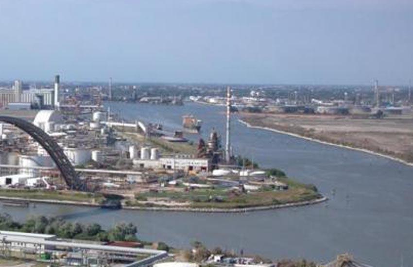 Porto Marghera, raffineria Eni: da venerdì 23 ottobre al via operazioni di pulizia e manutenzione programmata. Possibile attivazione della torcia