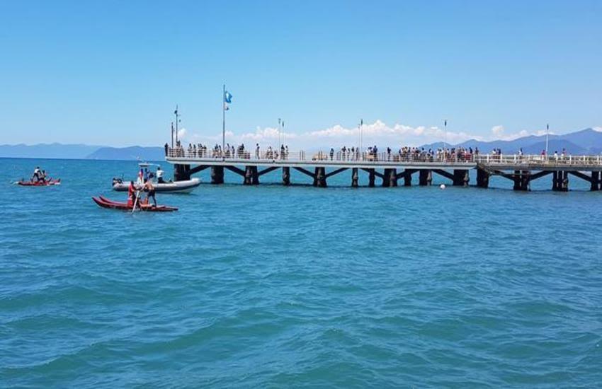 Ritrovato il corpo senza vita del ragazzo disperso in mare da ieri a Forte dei Marmi.