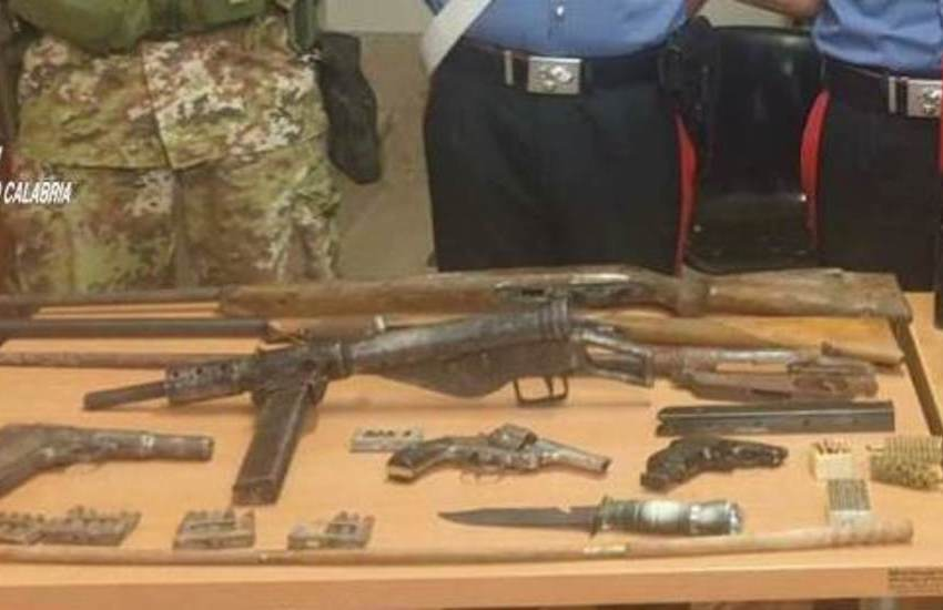 Palmi (RC): madre e figlio con armi e munizioni, arrestati