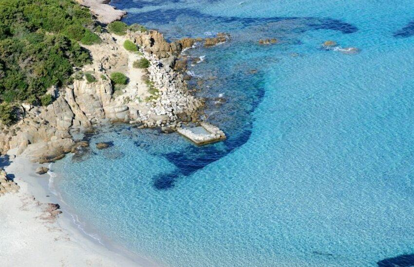Tragedia in Sardegna, morta una padovana in vacanza: caduta da una scogliera