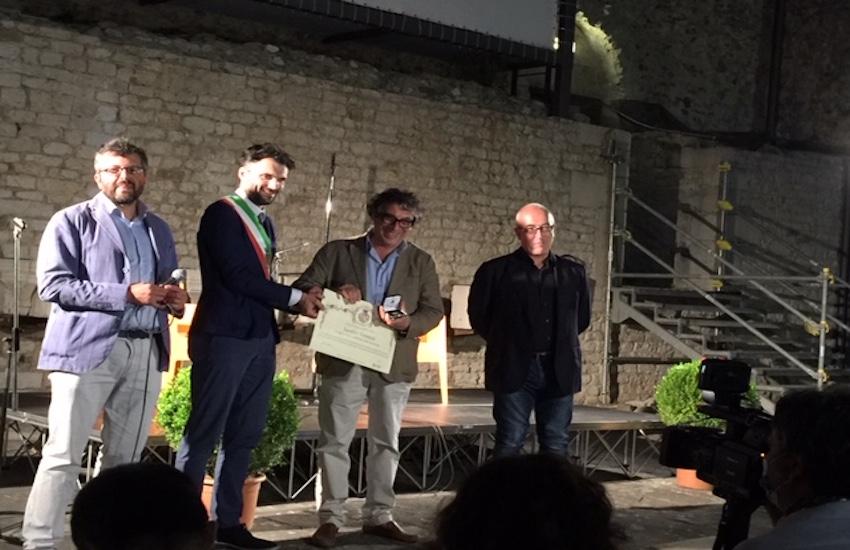 Biffoni consegna il Gigliato d'oro al pluripremiato Sandro Veronesi