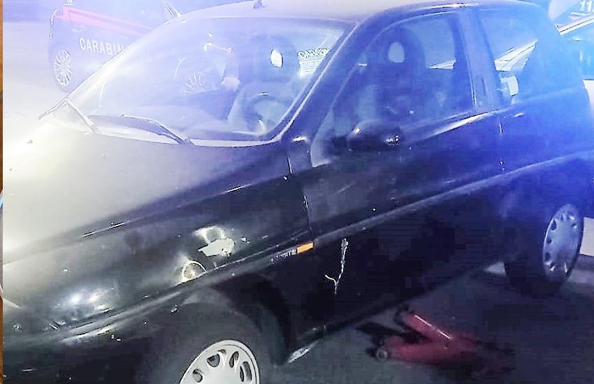 """Usavano le auto parcheggiate come """"officina ricambi"""", due arrestati  in via Rosso di San Secondo"""
