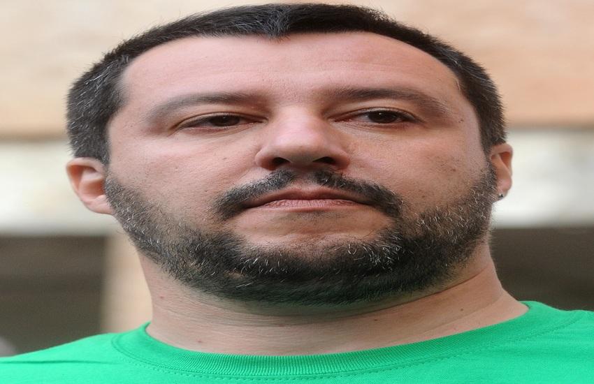 Matteo Salvini, scritte contro il leader della Lega a Santa Maria Capua Vetere