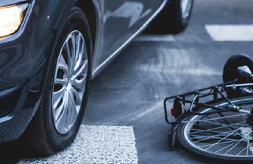 Lesignano, ciclista 64enne investito da un pirata della strada: grave al Maggiore