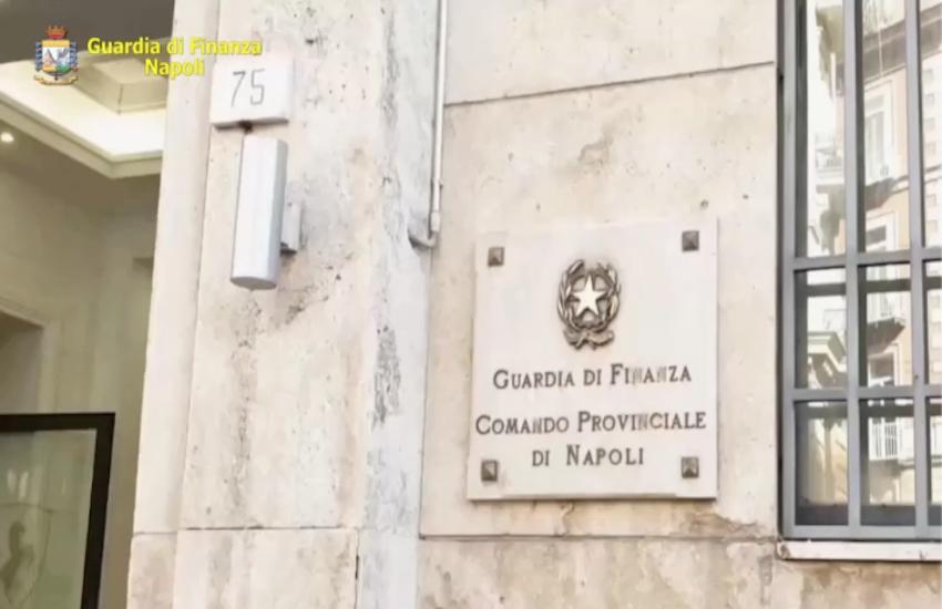 Finanza di Napoli, denunciati 24 contrabbandieri e parcheggiatori con reddito di cittadinanza