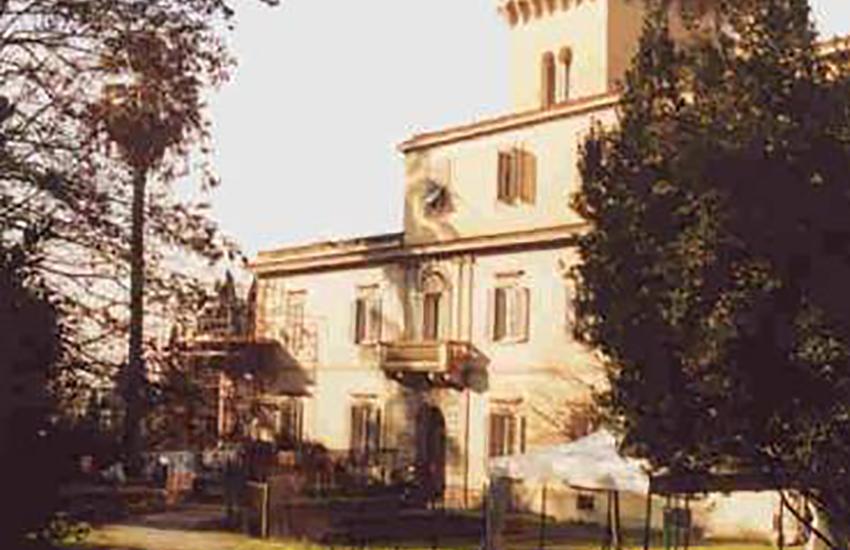 Ordigno rinvenuto a Villa Fabbricotti, chiuso il giardino