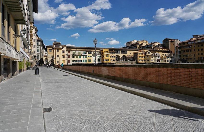 Un milione e 500mila euro per far rinascere Lungarno Acciaiuoli. E' stata inaugurato stasera il rifacimento del lungarno che dal 1º settembre sarà pedonalizzato da piazza de Giudici fino a ponte Santa Trinita.