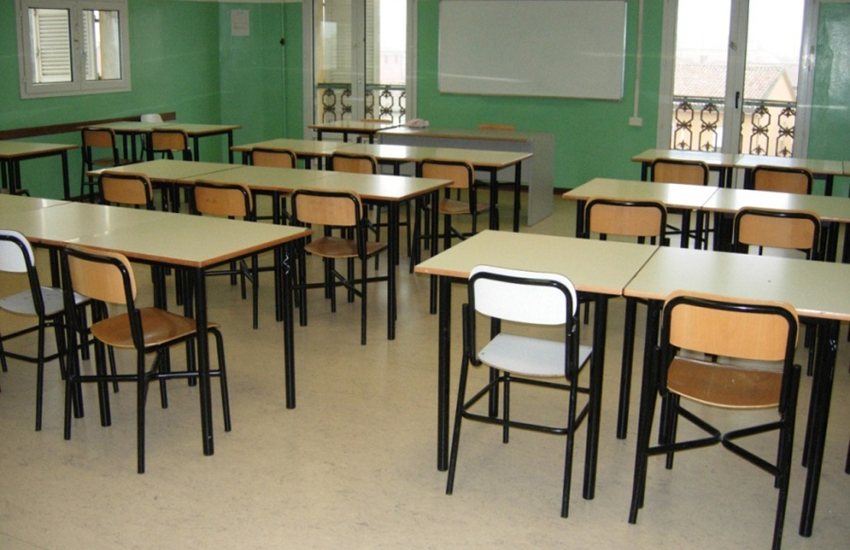 Tra distanze da misurare e test da fare, incertezze per insegnanti e 472mila studenti