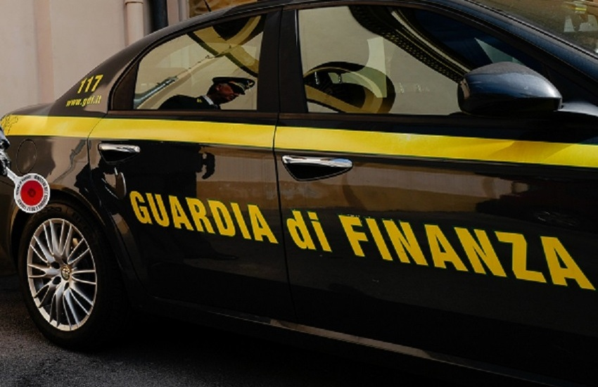 Operazione della Finanza contro il contrabbando di gasolio tra Sicilia e Calabria