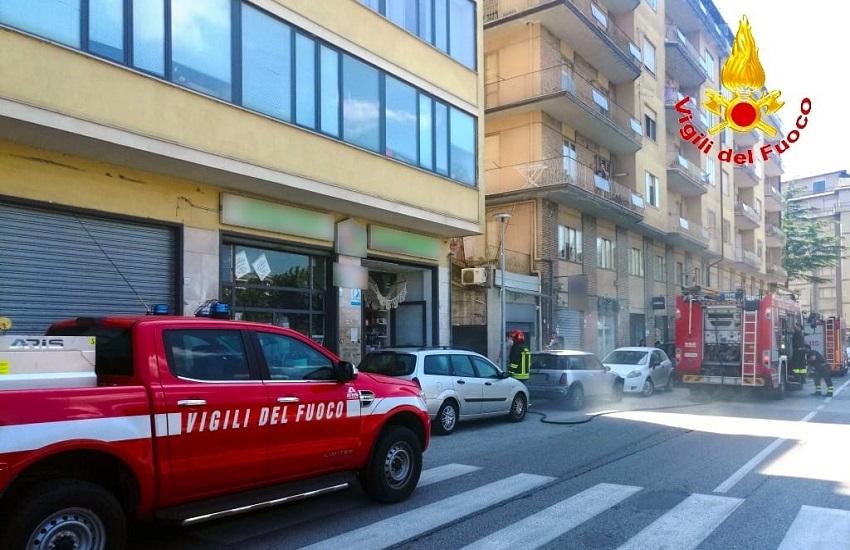 Avellino – Incendio in un negozio in via Due Principati, il terzo in pochi giorni