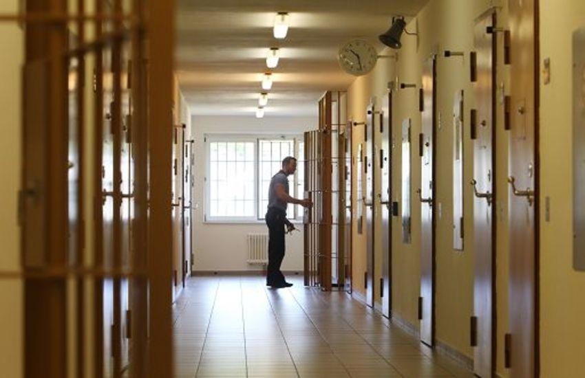 Carcere di Parma, ancora violenza: detenuto aggredisce due agenti