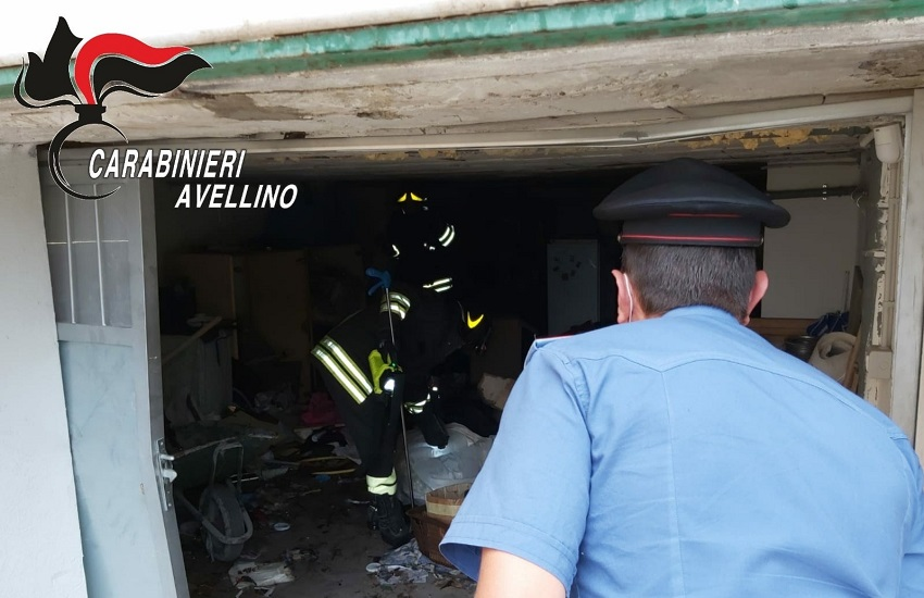 Castel Baronia – Esplodono petardi in un garage, lievemente ferito il proprietario