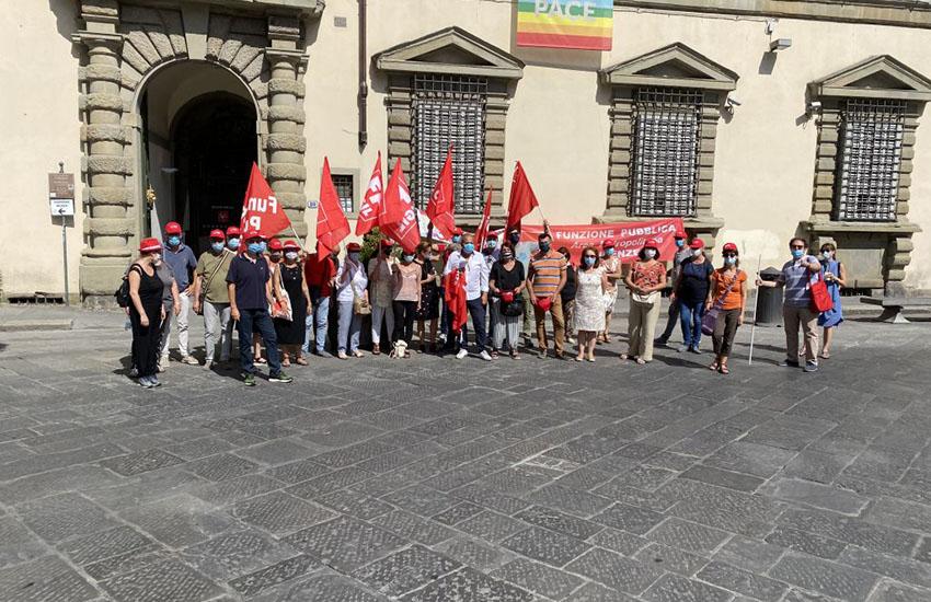 Protesta davanti alla Regione, Cgil chiede assunzioni per nidi e materne