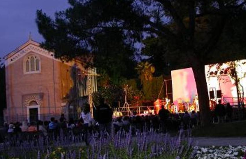 Cinema all'aperto, Arena Romana Estate 2020: il calendario delle proiezioni alla Reggia dei Carraresi