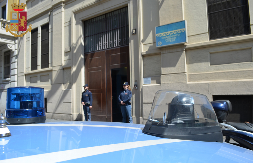 Milano, 15enne tunisino rapina minorenni con il coltello a Porta Venezia, la Polizia arresta quindicenne