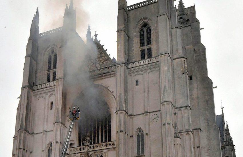Incendio di Nantes: indagine con molti dubbi e incertezze
