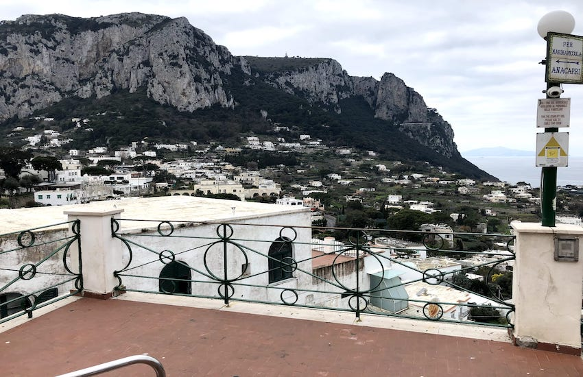 Obbligo mascherine, Capri