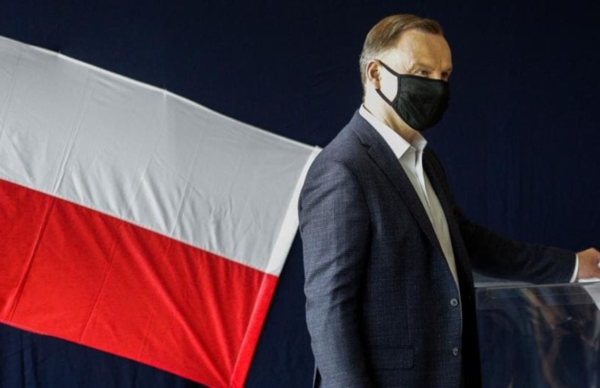 Polonia, Andrzej Duda resta presidente con il 51,21 % dei voti