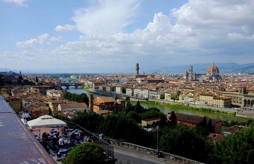 Pratiche online quasi sconosciute, Firenze appena sufficiente