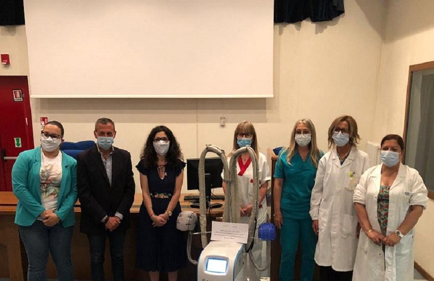Avezzano: Micron dona macchinario contro la caduta dei capelli ai pazienti oncologici