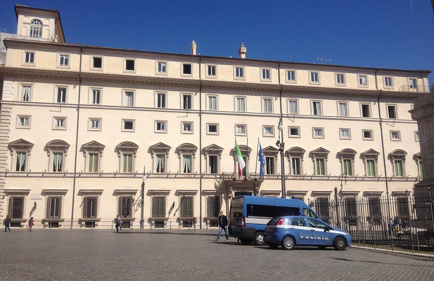 Di Maio in Puglia: il sì al referendum è svolta del cambiamento, Salvini attacca: sospesi nel limbo