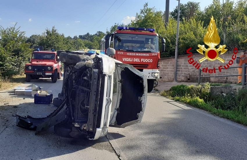 Montemarano – Sbanda con la sua autovettura e si ribalta, 64 enne di Castelfranci ricoverato al Moscati