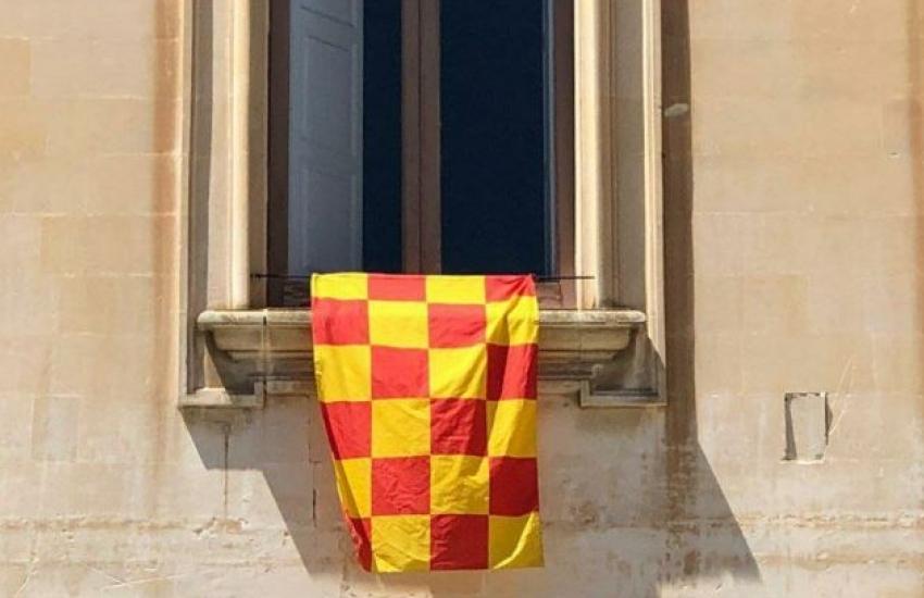 #iocicredo. Bandiere sui balconi per cullare il sogno salvezza