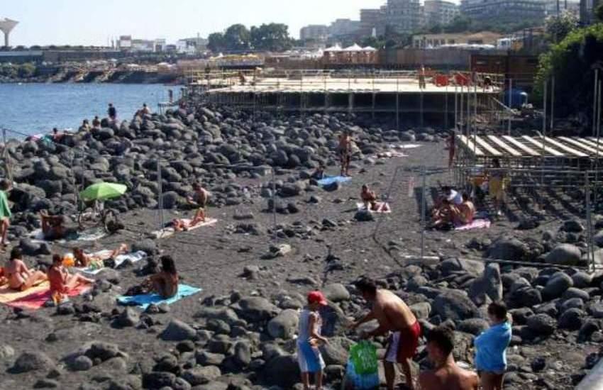 Tragedia a San Giovanni Li Cuti, si sente male e muore un bagnante