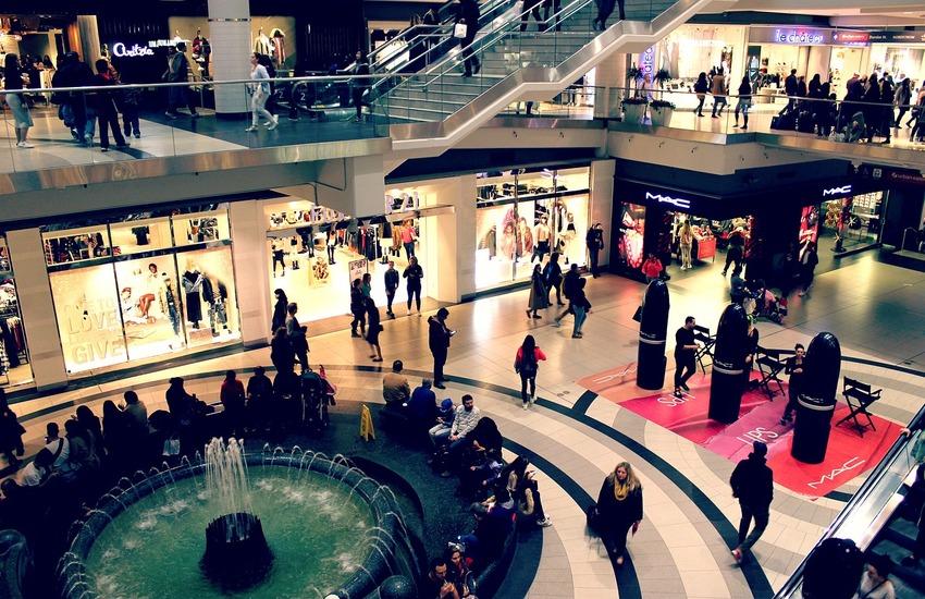 """Rapina al centro commerciale, forzate le cassaforte del """"The Space"""". Ladri via con 10mila euro"""