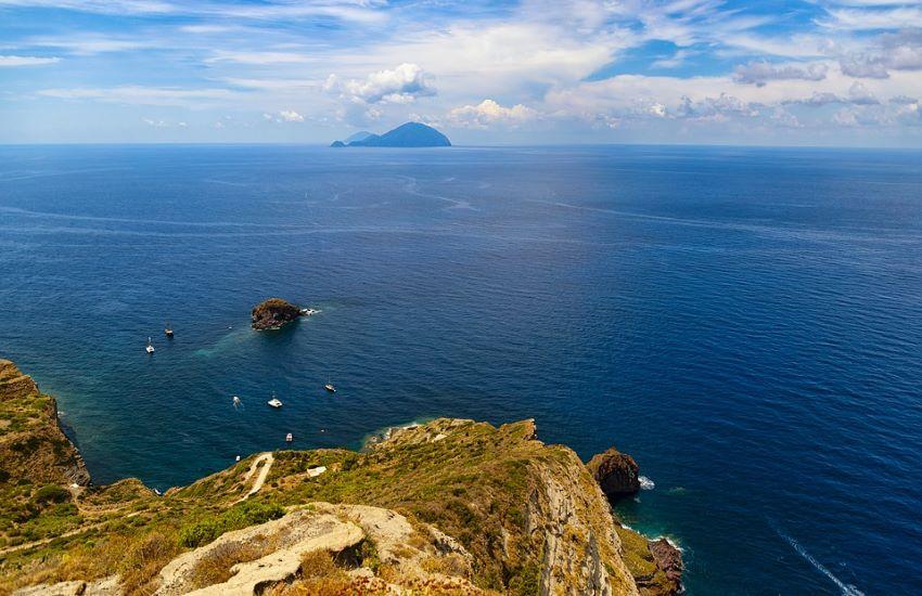 Tra la Sicilia e la Campania: Sorrentino gira a Stromboli e Andò a Napoli