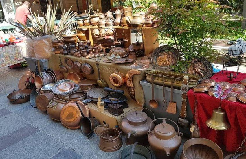 Torna il mercato degli antiquari in piazza delle Carceri