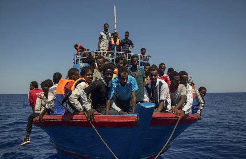 Lampedusa: sbarcano in poche ore quasi mille migranti (Salvini chiede incontro con Draghi)