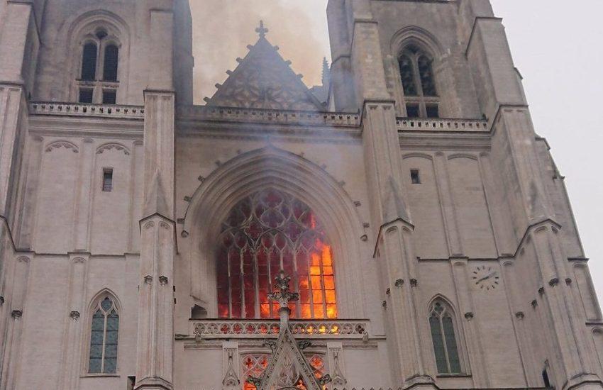 Nantes, l'incendio della cattedrale appiccato dal chierichetto Ruandese