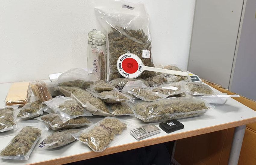 Ostello abusivo e spaccio di droga: 1 arresto, 4 denunce e 3 chili di marijuana sequestrata