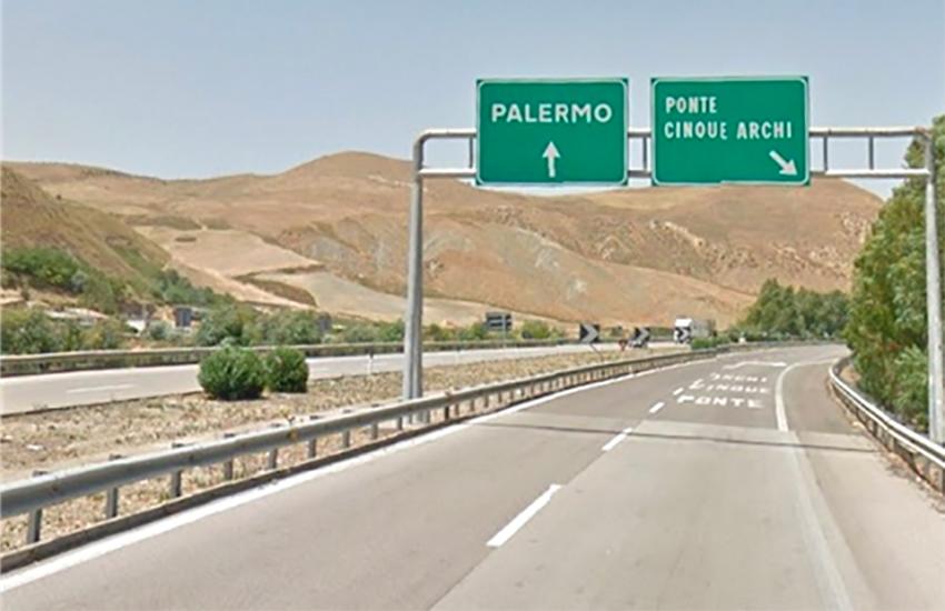 Scontro sulla A19, muore una donna catanese, grave figlio