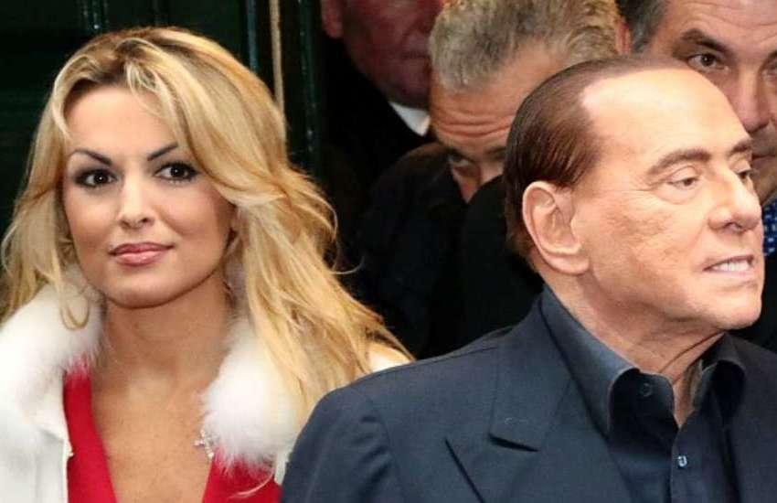 """Berlusconi-Pascale, venti milioni di euro (e un milione l'anno) per lasciarsi """"in pace"""""""