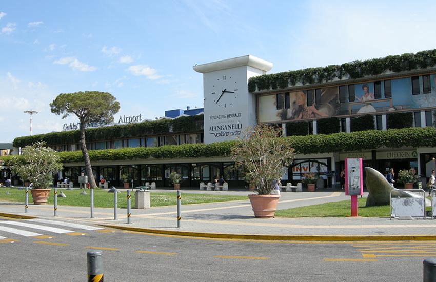 Regione minaccia stop ai voli dall'Albania: «Vogliamo i dati dei passeggeri»