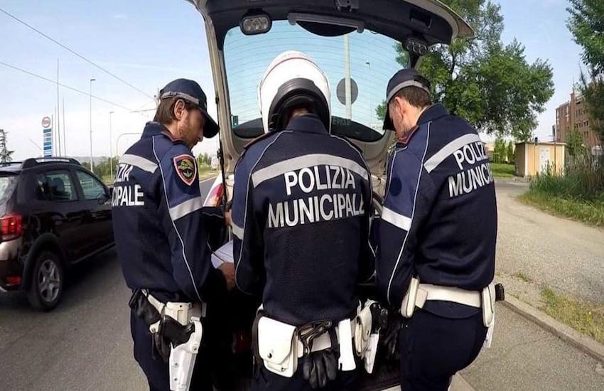 Polizia Municipale sequestra 45 casse di generi alimentari