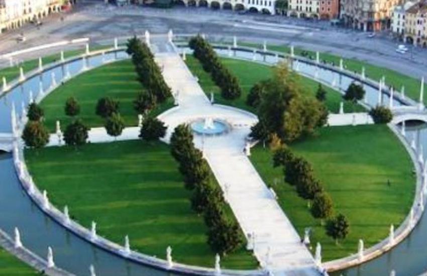 Padova, al via la raccolta differenziata in Prato della Valle: 10 nuovi cestini per 40 contenitori